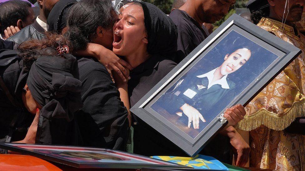 إحدى قريبات ضحايا حادث الطائرة