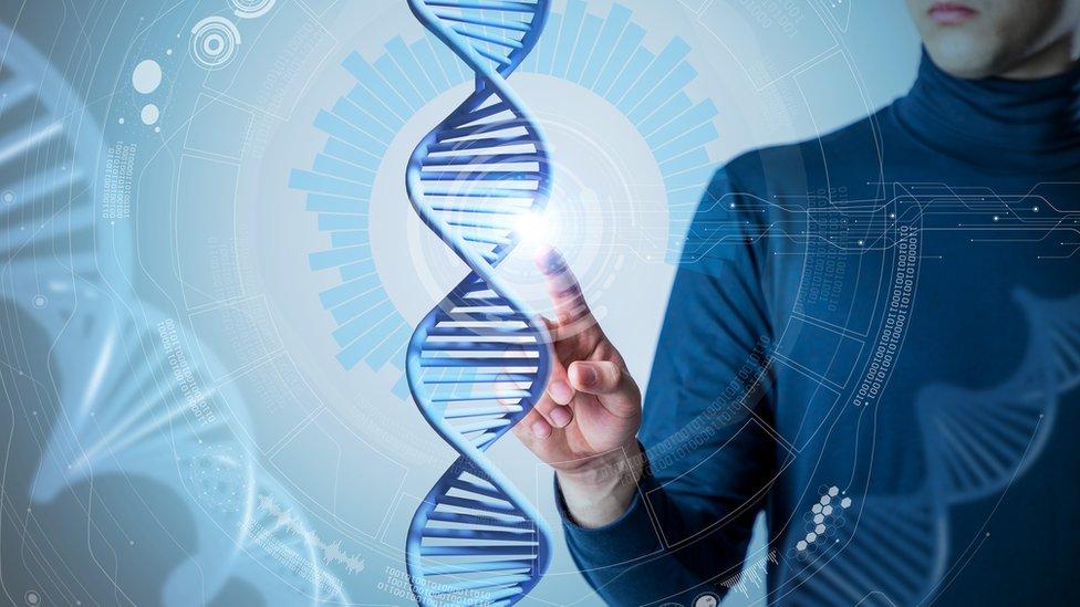 La terapia de genes y el silenciamiento de genes se parecen, pero tienen diferencias importantes.