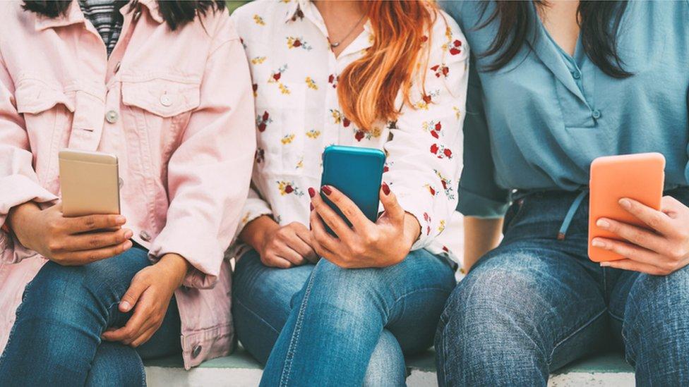 Adolescenti se znatno manje oslanjaju roditelja da bi dobili informacije