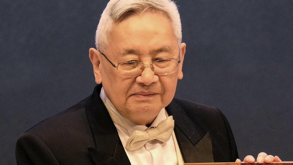 余英時在台北領取唐獎(18/9/2014)