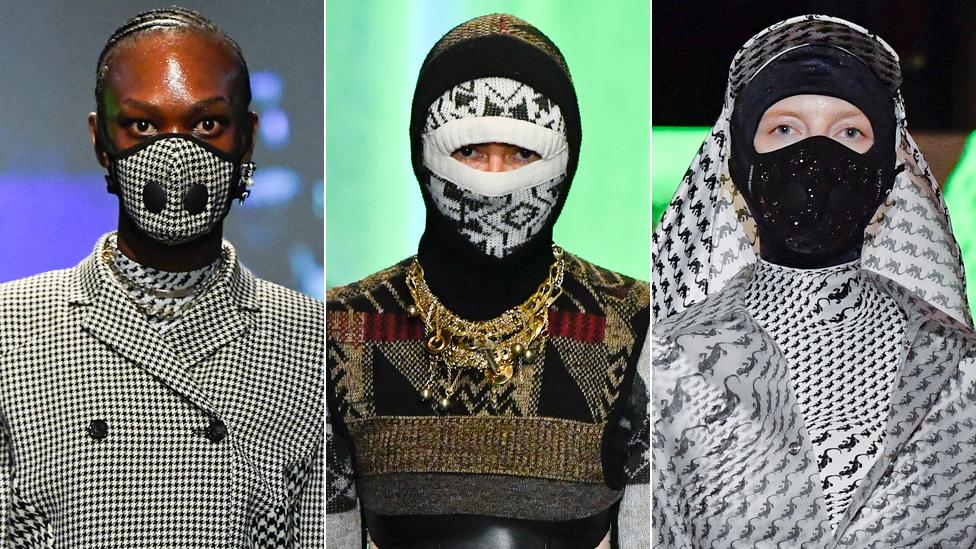 عارضات يرتدين قناع الوجه