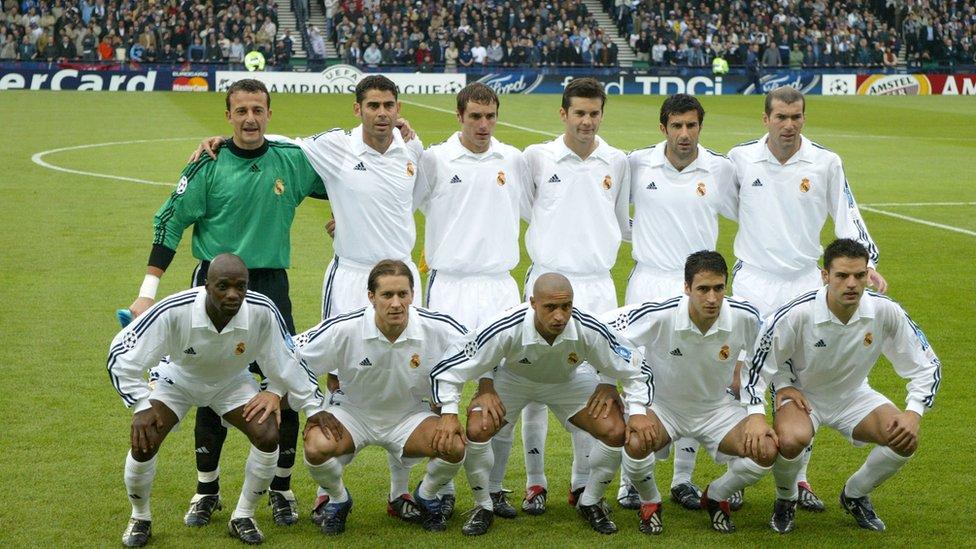 Equipo titular del Real Madrid en 2002.