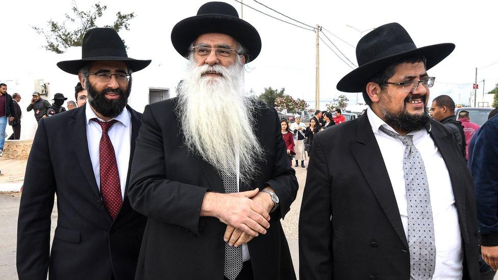 وفد من حاخامات إسرائيل أتوا إلى زيارة الكنيس