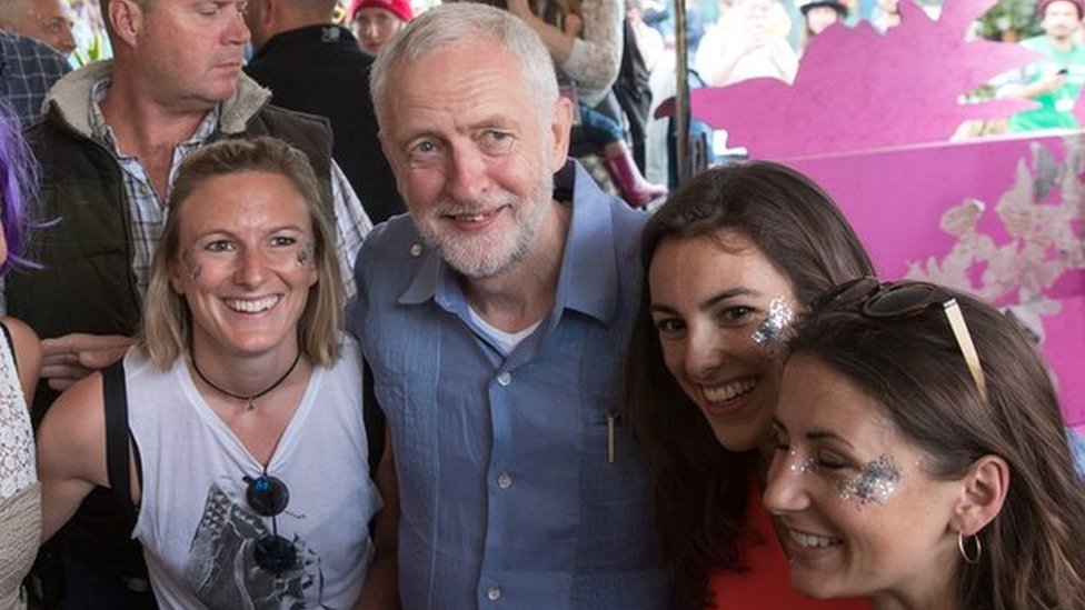 Corbyn draws crowds at Glastonbury