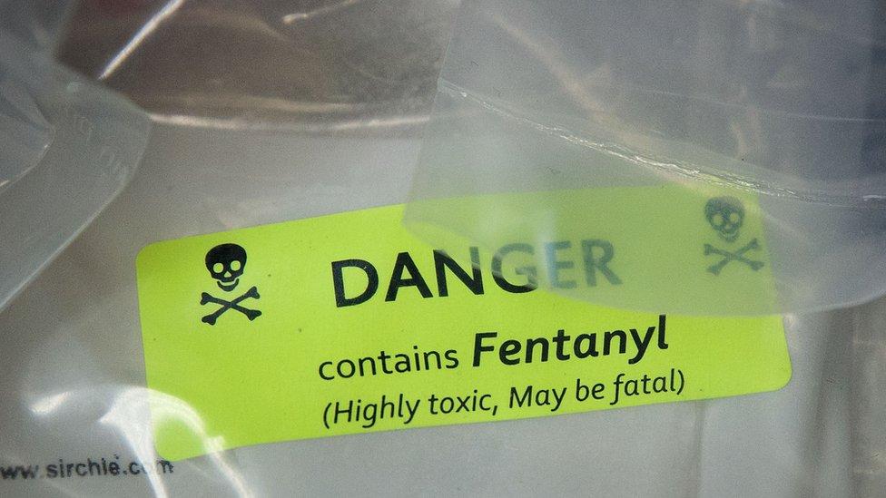 Cartel de alerta sobre el fentanilo