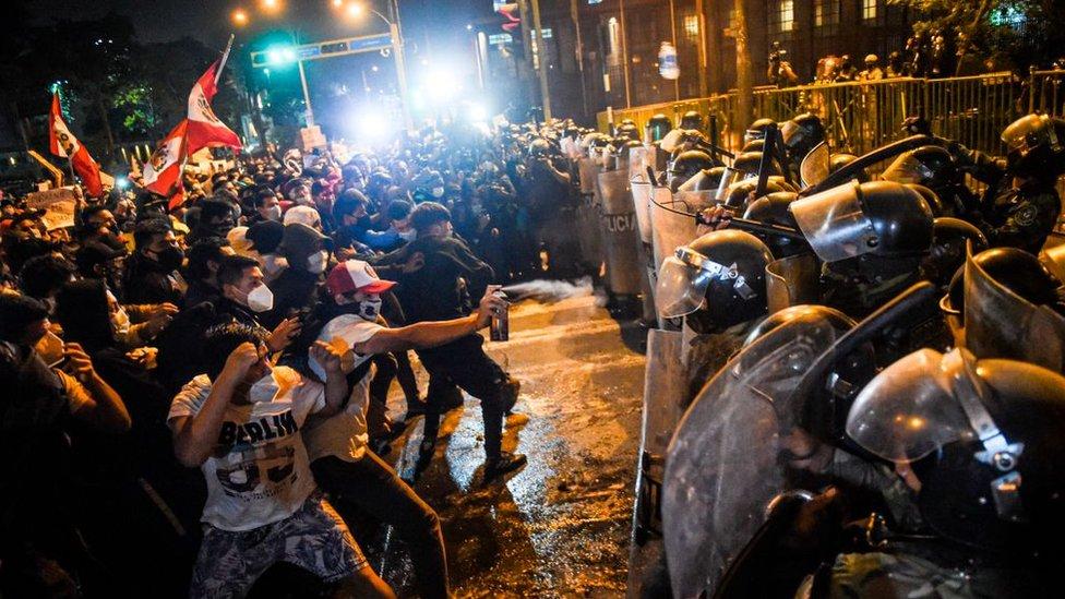 Protestas contra el gobierno de Manuel Merino en Perú en noviembre 2020.