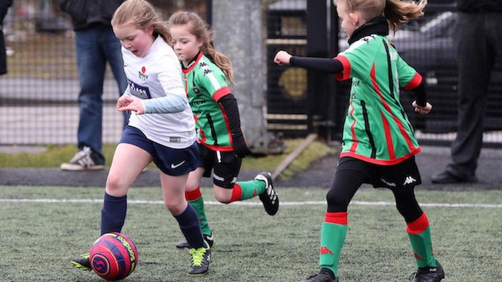 Women's football: Tackling stereotypes by developing talent