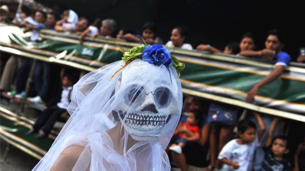 Comparsa durante un festival de poesía en Nicaragua