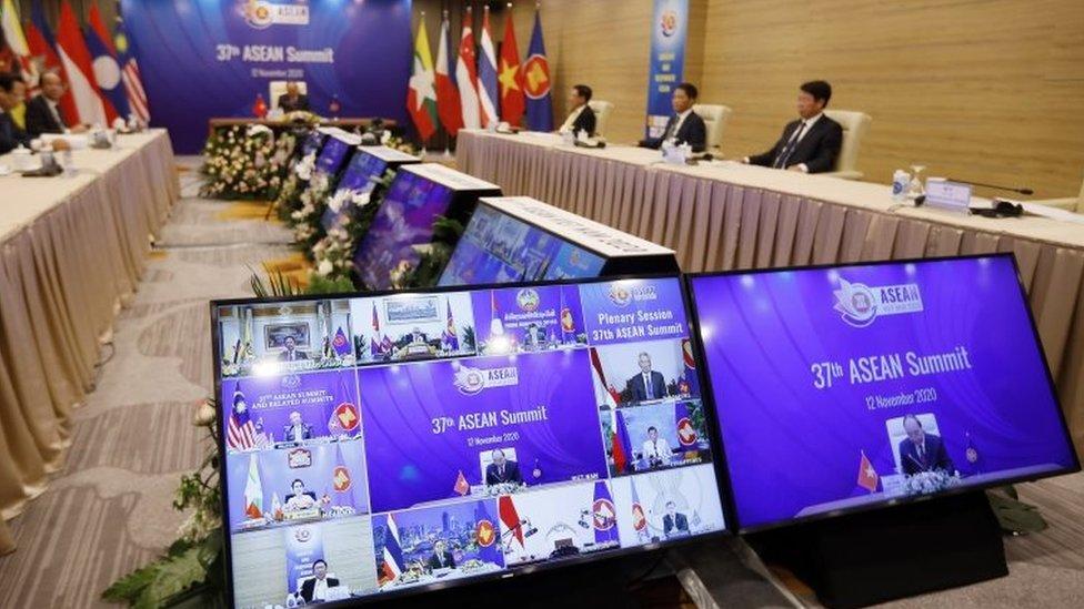 越南作為東盟輪值主席國主持東盟峰會。受疫情影響,今年的峰會通過視頻方式舉行。