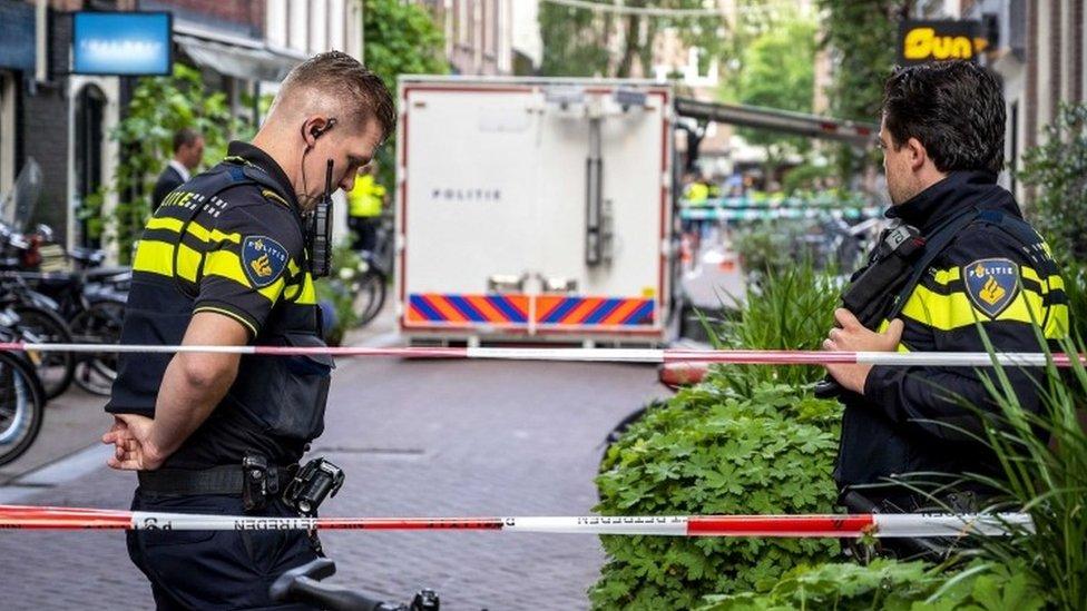 Policía en el lugar del ataque.