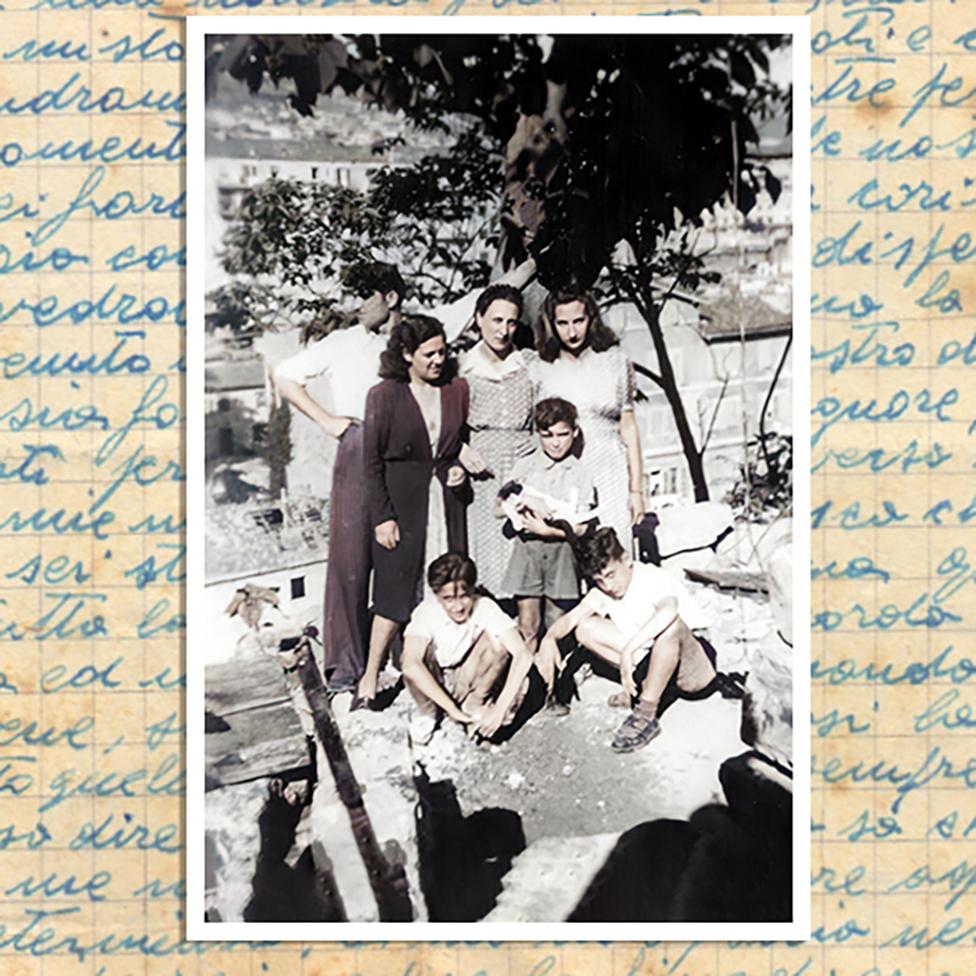 Stolar Bruno i njegova žena, Tina (levo), sa Anom (u sredini) - Brunov i Tinin sin, Vitorino, drži mačku
