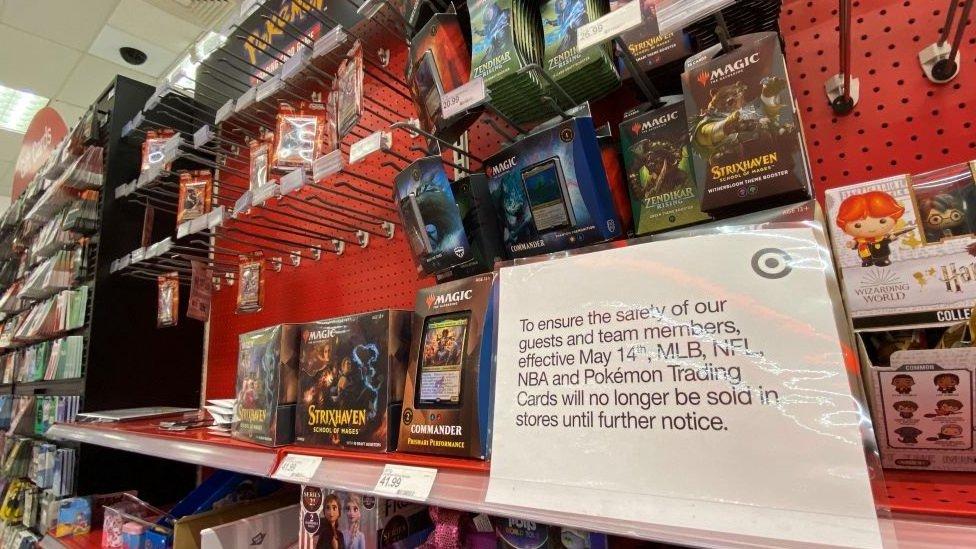 بطاقات بوكيمون في أحد المتاجر