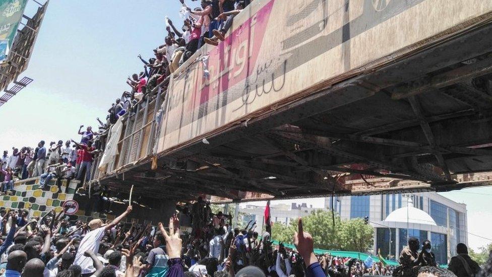متظاهرون في الخرطوم