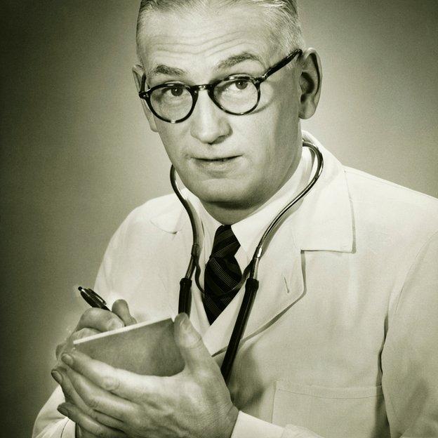 Doctor con lilbreta