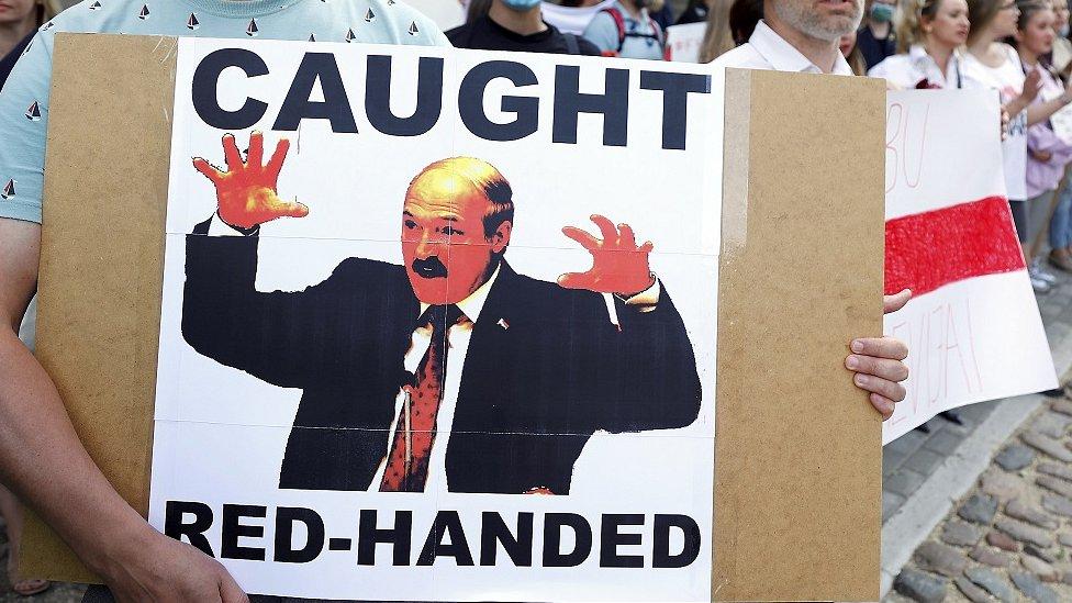 Евросоюз: выборы в Беларуси сфальсифицированы, начинаем работу над санкциями