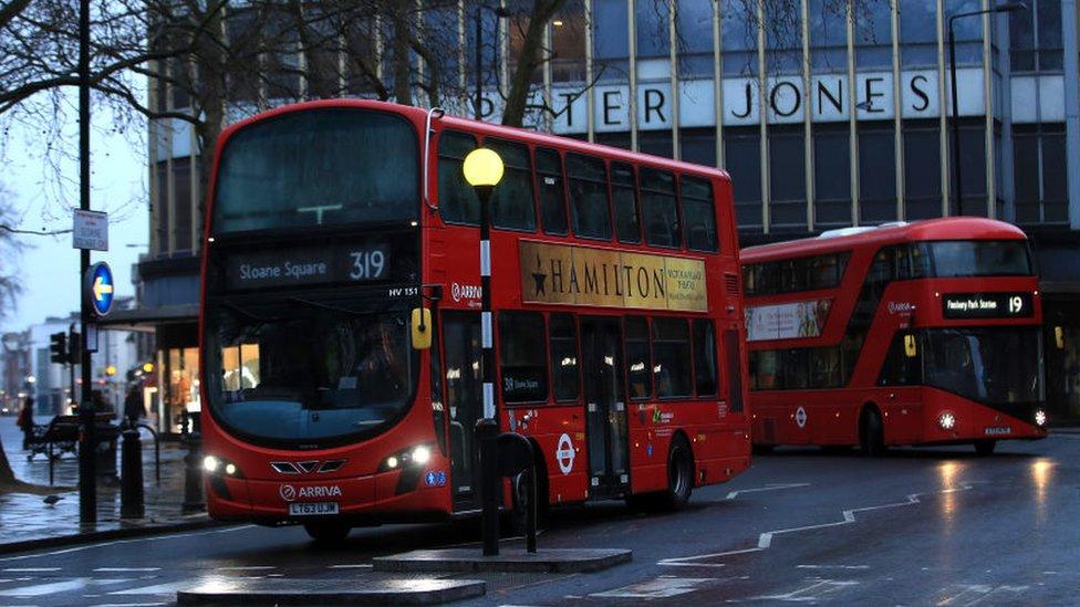 五名倫敦巴士僱員在被確診感染新冠病毒後死亡。