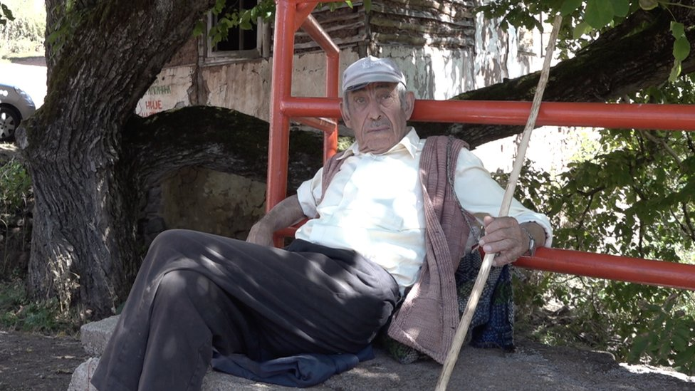 Meštanin sela Topli Do na straži, septembar 2019.