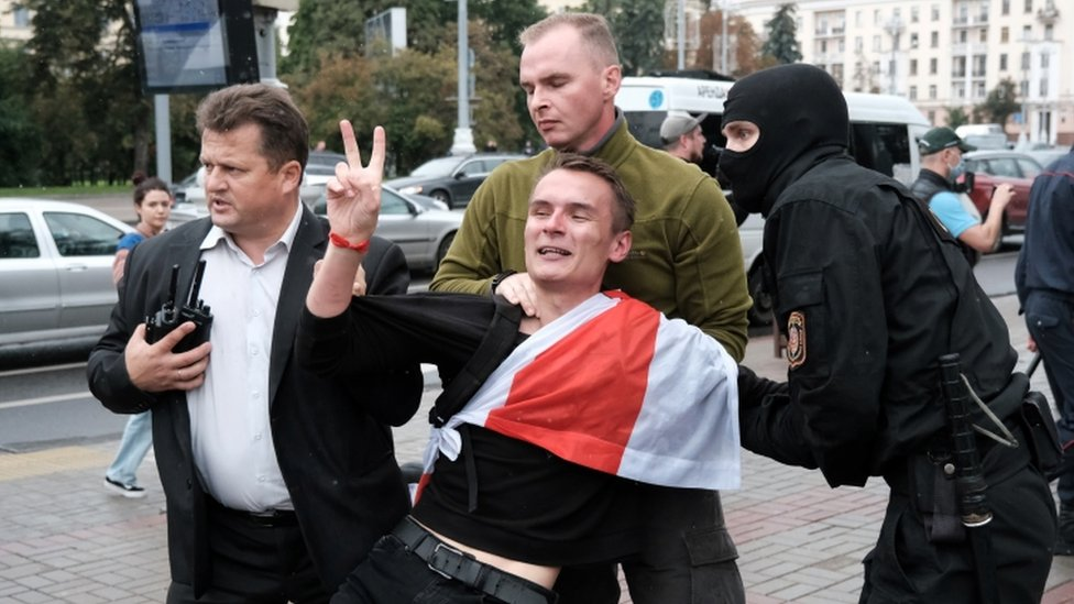 Belarus protests: Students held as marches mark new term thumbnail