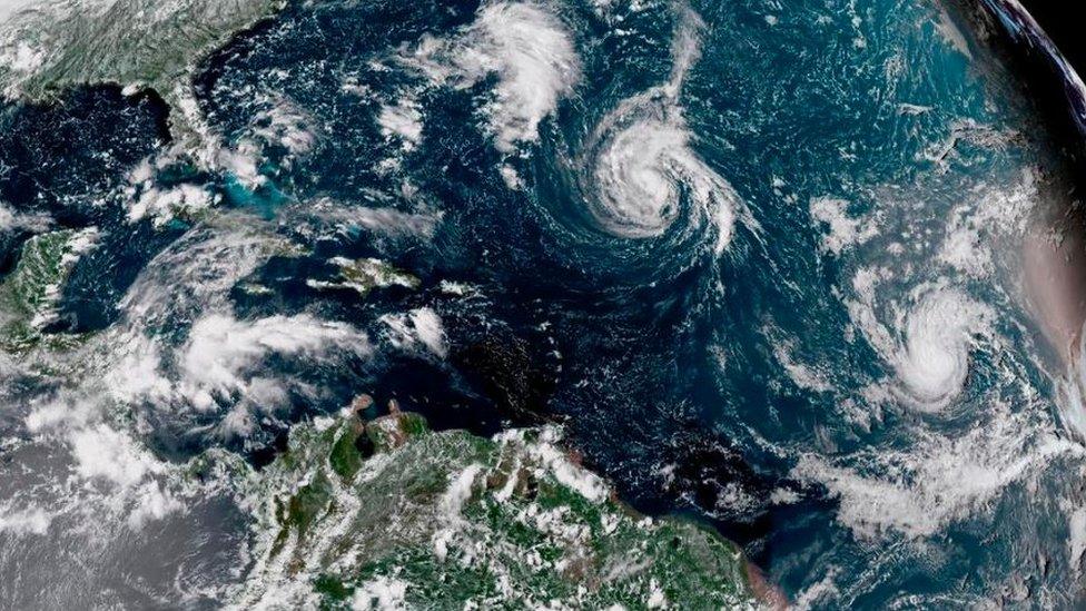 Hükümete ait uydu görüntüleri kasırganın Pazar günkü konumunu gösteriyor