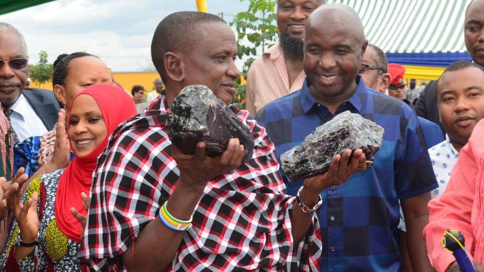 Страна сокровищ: Старатель в Танзании отыскал третий уникальный камень и разбогател