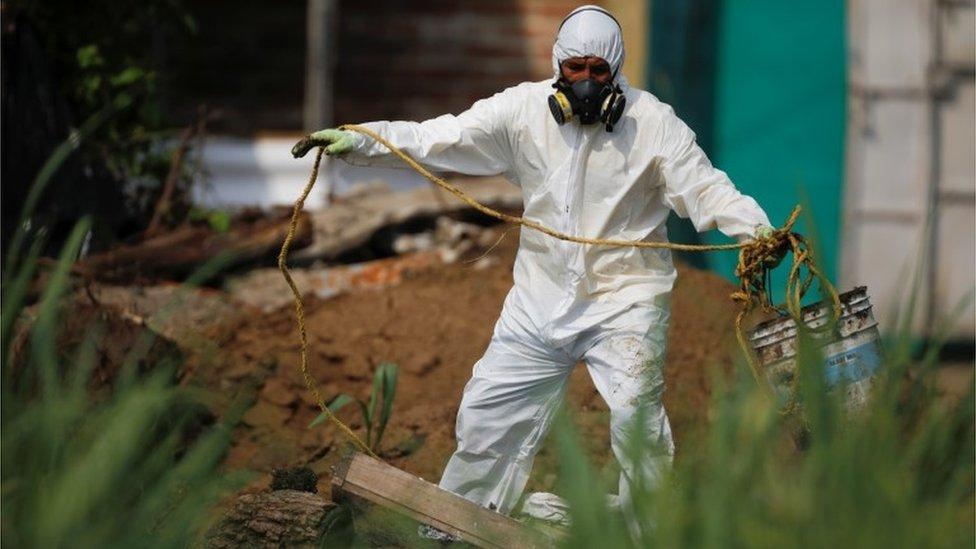 Trabajos forenses en el lugar del hallazgo
