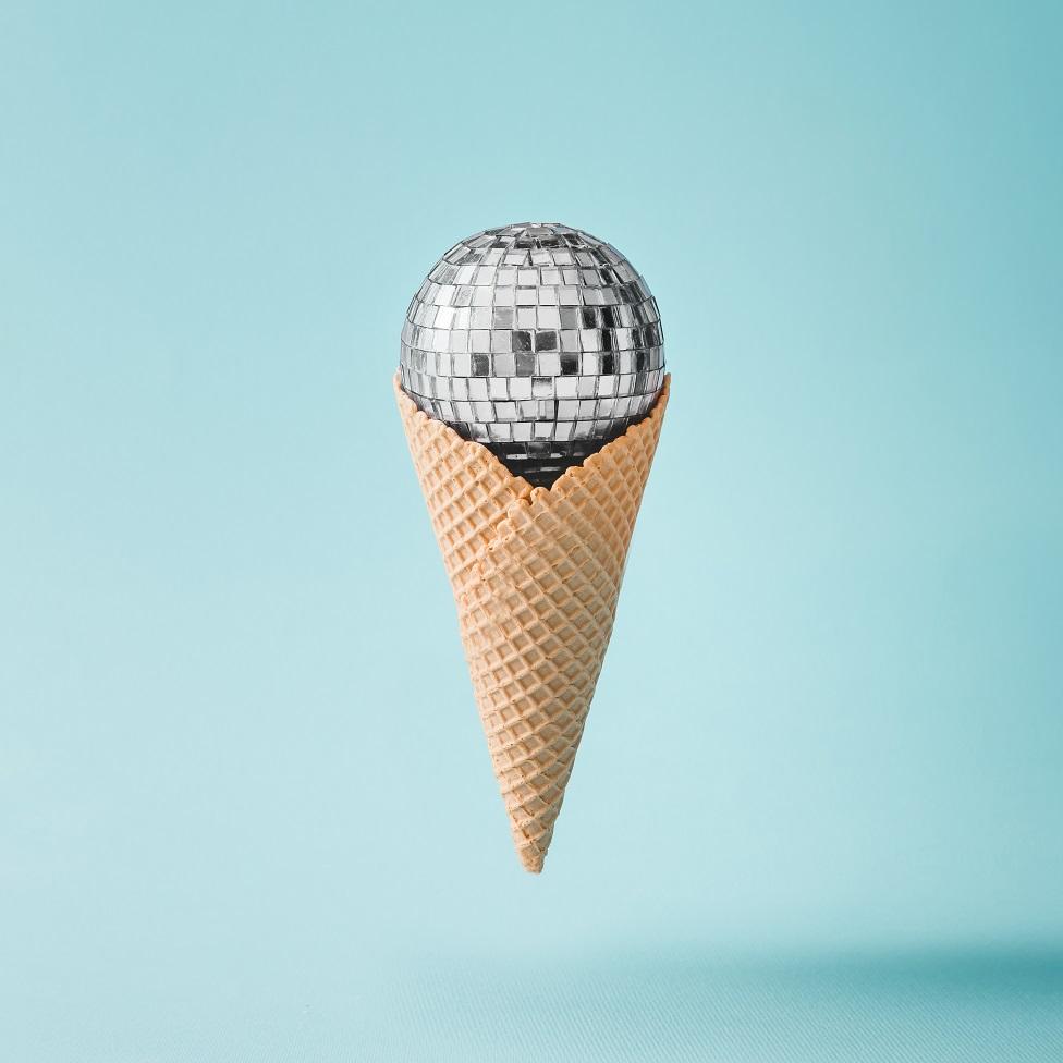 dondurma külahında disko topu