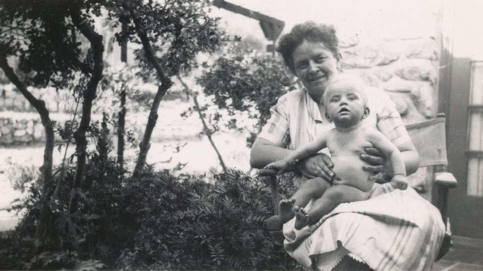 Diamond con su madre cuando era una bebé