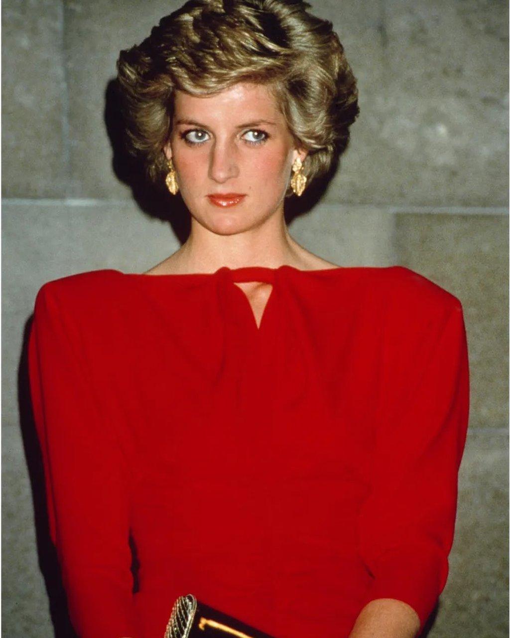 الأميرة الراحلة ديانا أشهر أيقونات أزياء الثمانينات