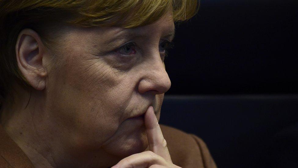 Nemačka kancelarka Angela Merkel čeka početak sednice parlamenta