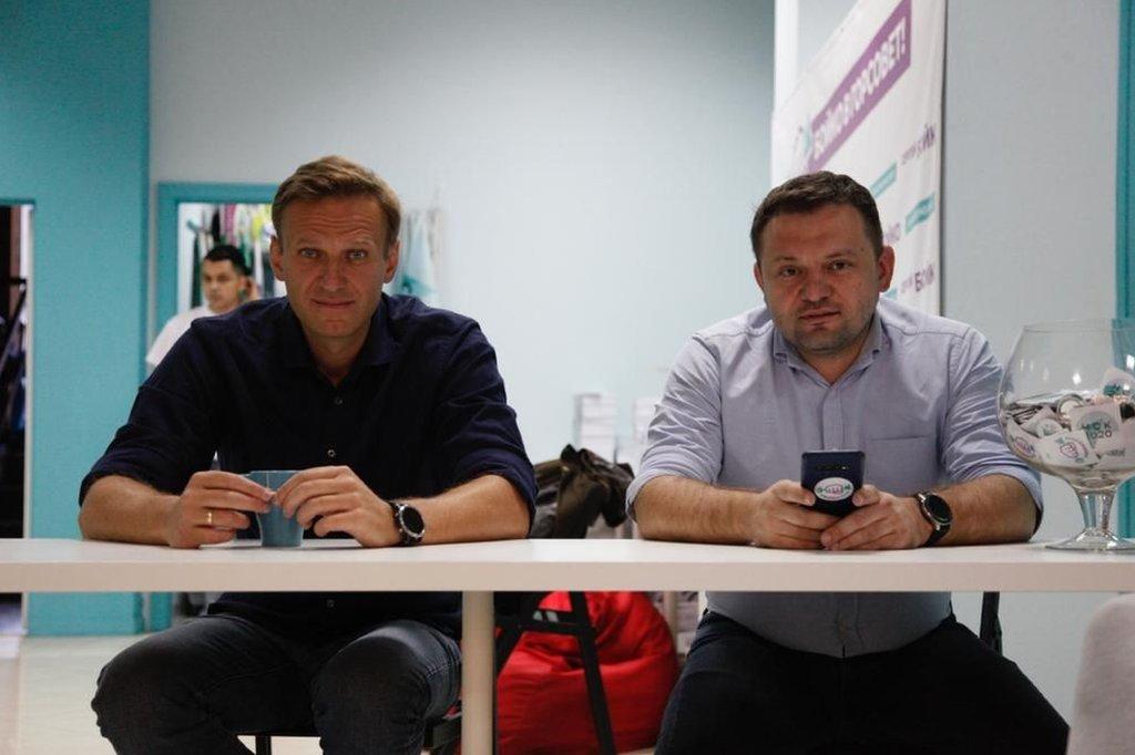 Navalny S Team Sees Kremlin Behind Attack Bbc News