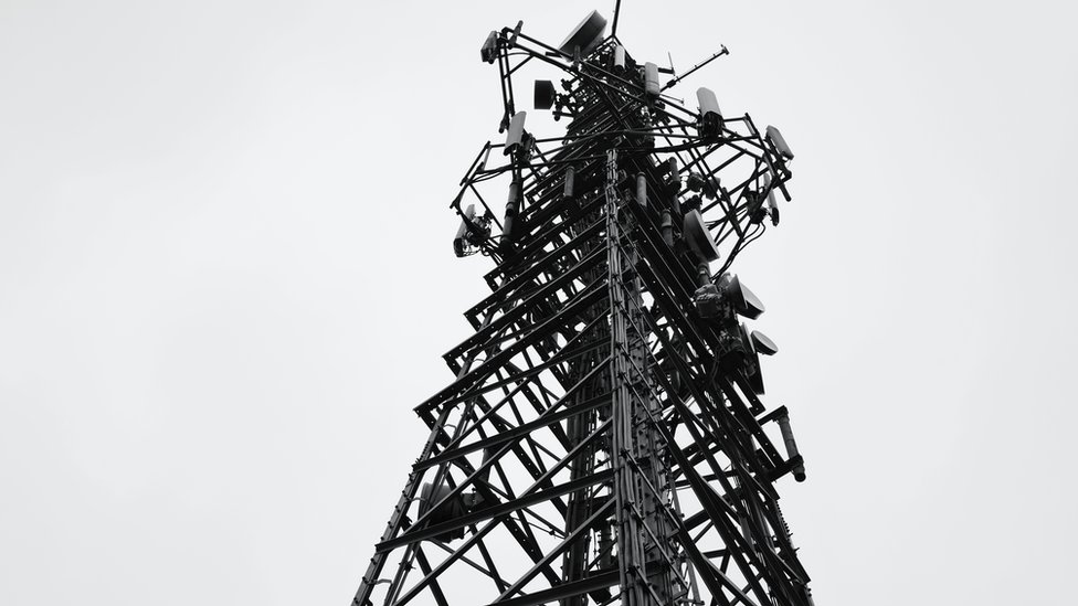 Mast y Wenallt // Communications mast, Rhiwbina