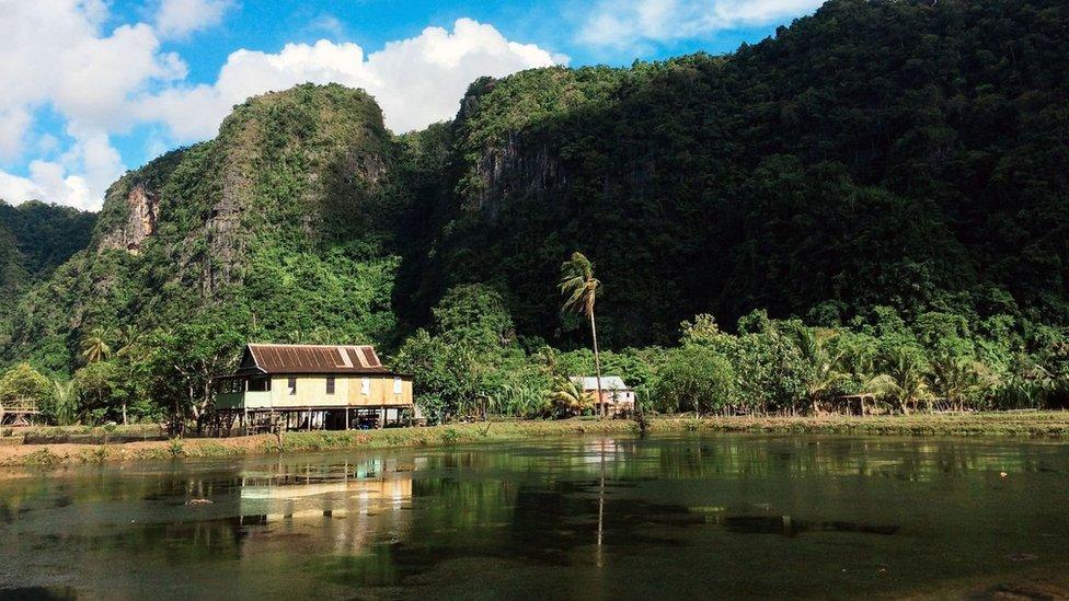 Muchos bugis viven en la verde y montañosa isla indonesia de Célebes.