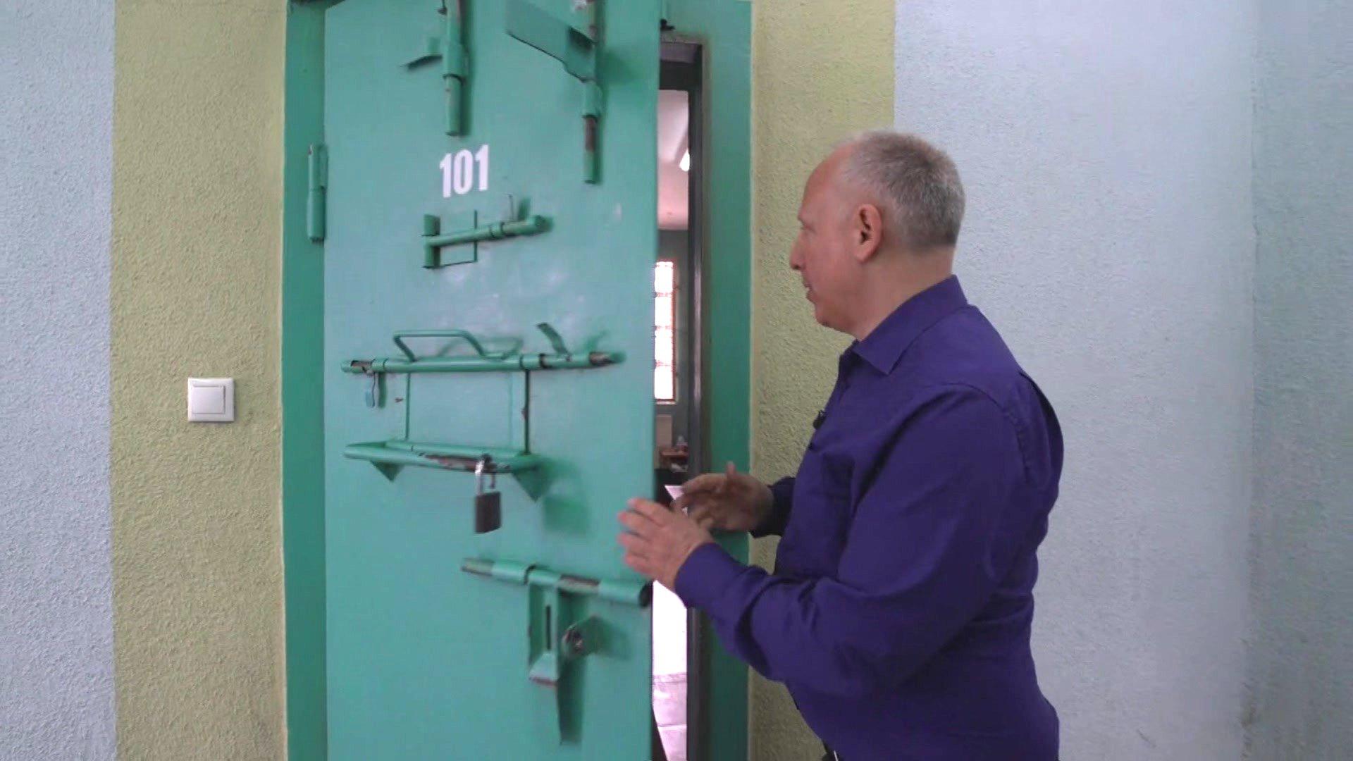 Inside Jack Shepherd's Georgia prison cell