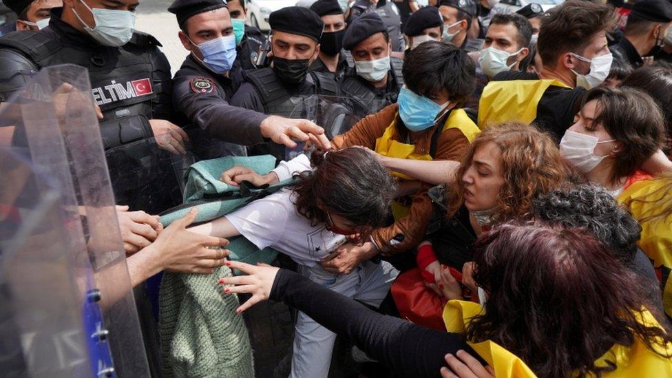 En Turquía hubo enfrentamientos con la policía.