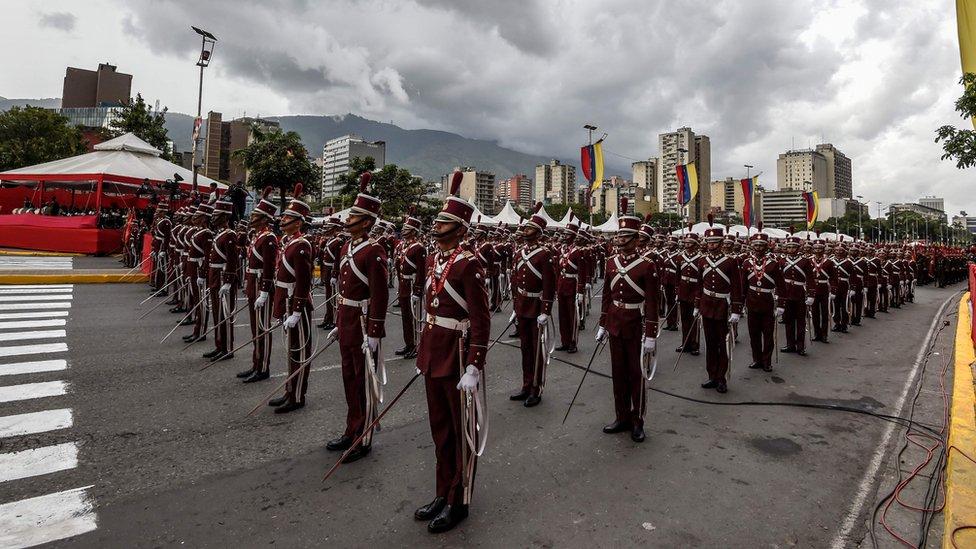 Soldados en fila durante el evento militar
