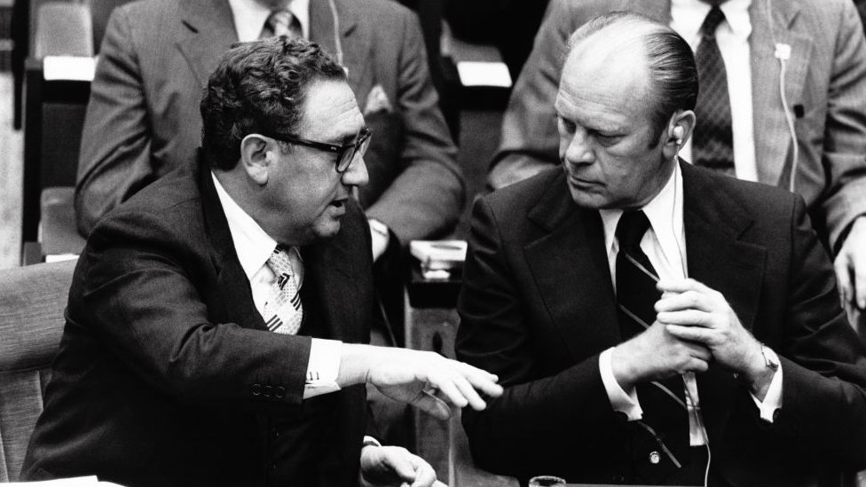 Henry Kissinger y presidente Gerald Ford en Paris
