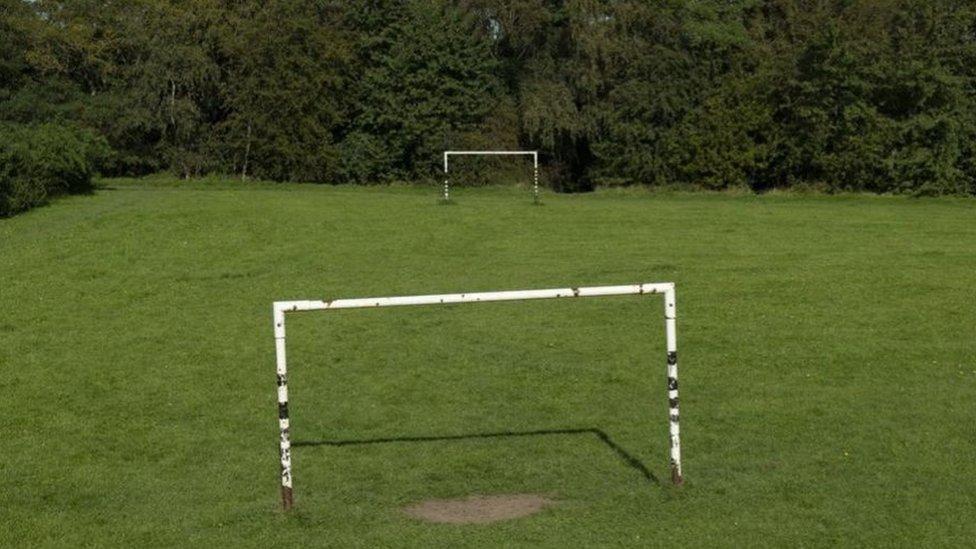 لعب فريق ريبدورف بالحد الأدنى لعدد اللاعبين لتحقيق التباعد الاجتماعي أثناء المباراة