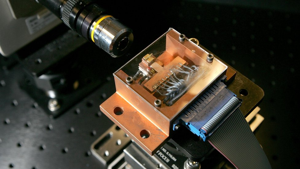 Intel silicon laser chip