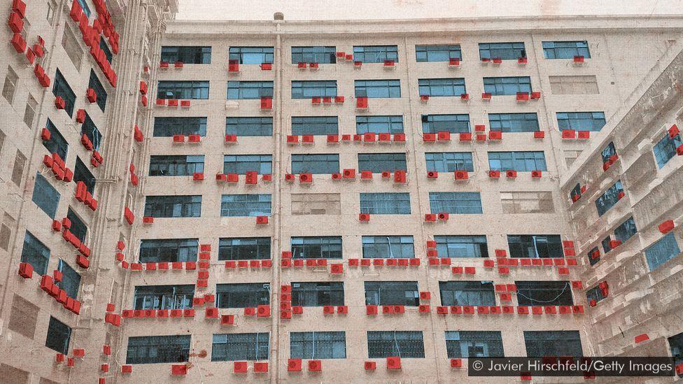 Aparelhos de ar-condicionado em prédio