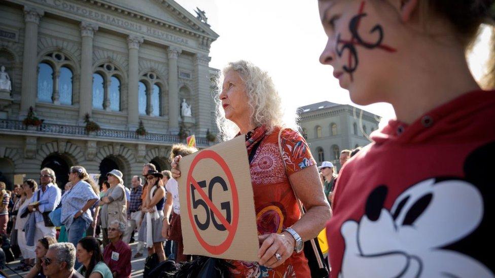 Protesta en Suiza contra 5G