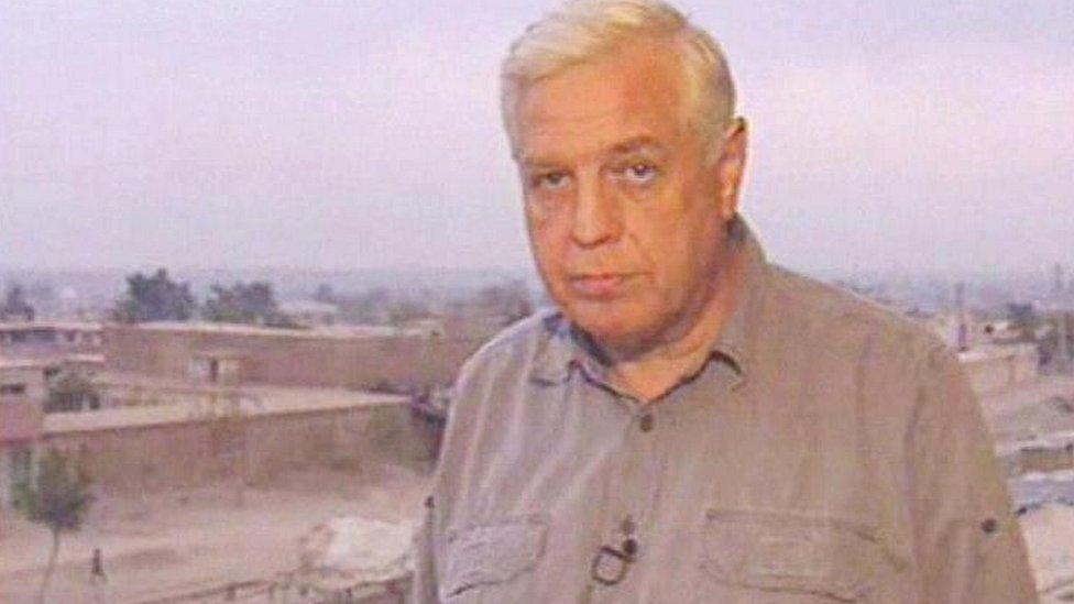 John Simpson en Afganistán en 2001.