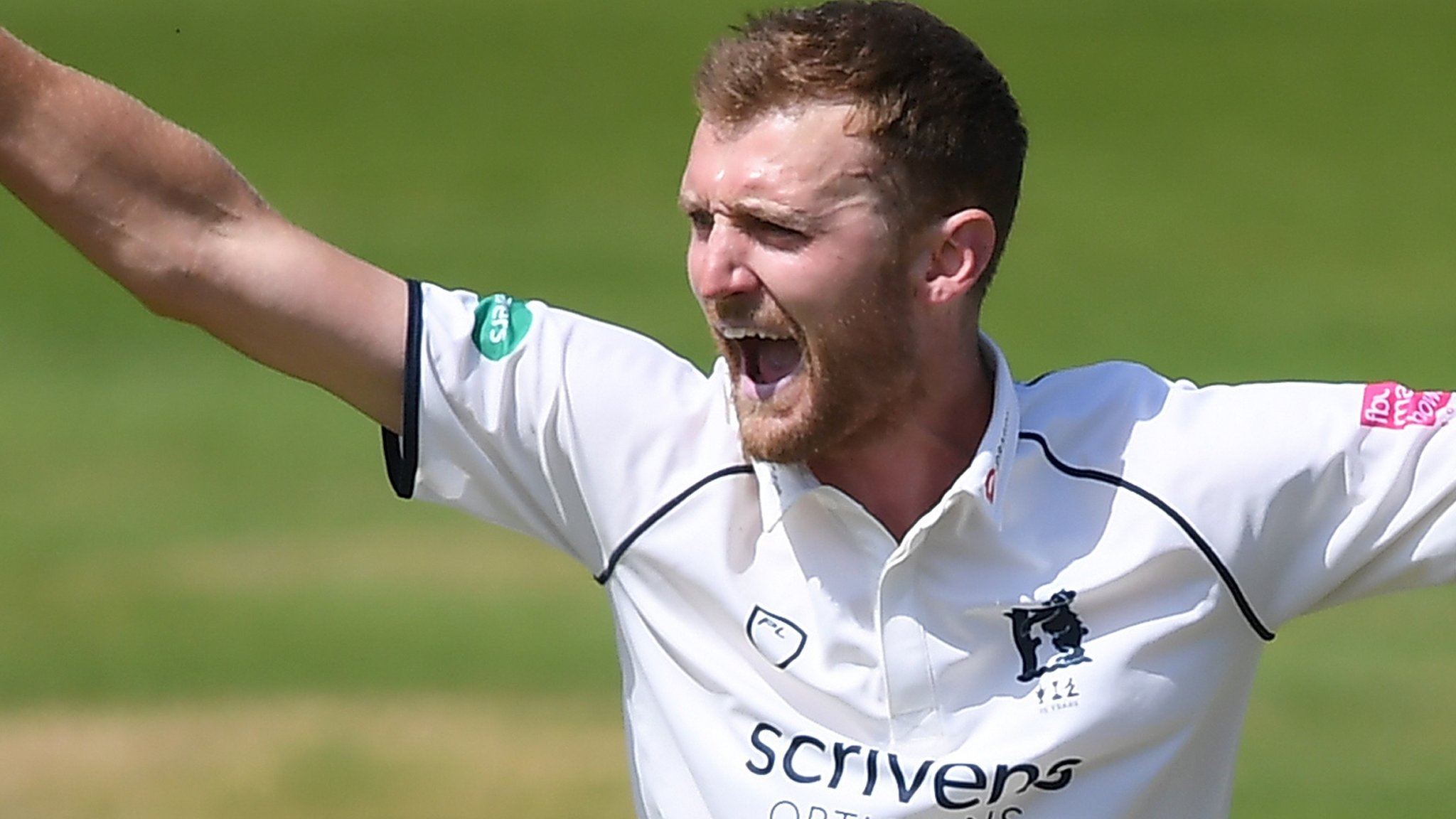 Olly Hannon-Dalby: Warwickshire bowler signs two-year contract extension