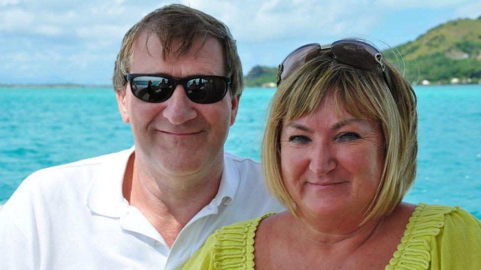 Peter Buckle y su esposa Wendy, quien murió en 2011.