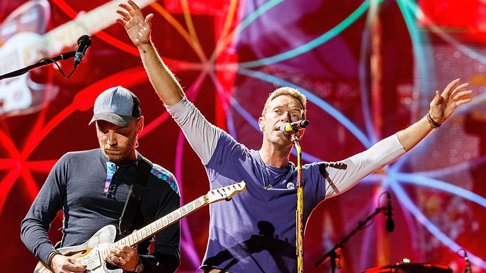 Coldplay отказались от турне из-за экологии. А что другие музыканты?