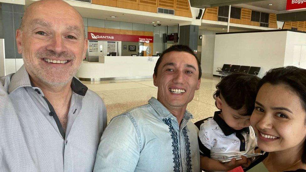 澳大利亞公民阿卜杜薩拉姆與其妻子烏梅爾、3歲兒子盧特菲在墨爾本團聚。