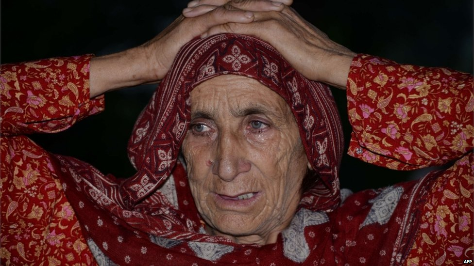 "Pakistani Kashmiri woman Makhni Begum, mother of convicted murderer Shafqat Hussain, reacts after Shafqat""s execution in Muzaffarabad, the capital of Pakistani-administered Kashmir on August 4, 2015."