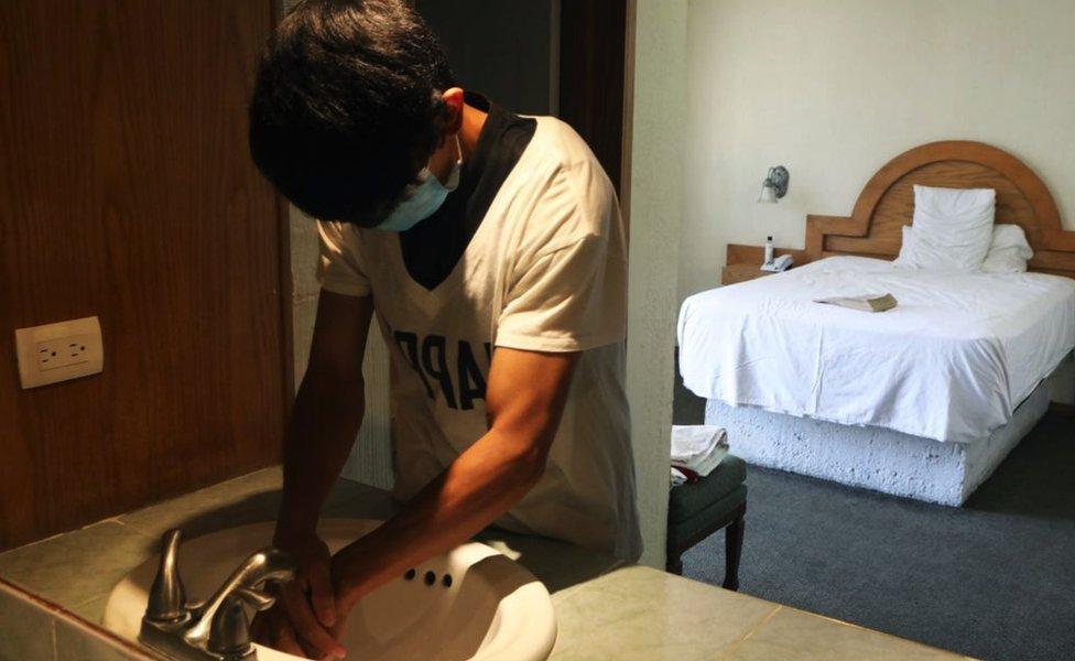 Migrante de Guatemala en el hotel filtro