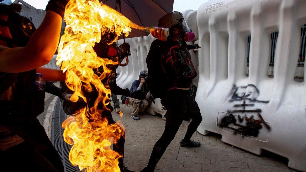 報告指香港示威者必須停止暴力。