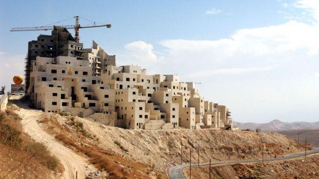 منازل كانت تحت الإنشاء في مستوطنة معاليه أدوميم اليهودية في الضفة الغربية، في 16 أكتوبر/تشرين أول 2003