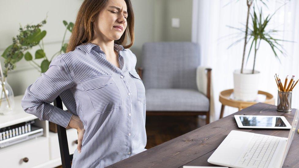 Cuarentena por el coronavirus: 6 consejos para combatir el dolor de espalda  mientras trabajas desde casa - BBC News Mundo